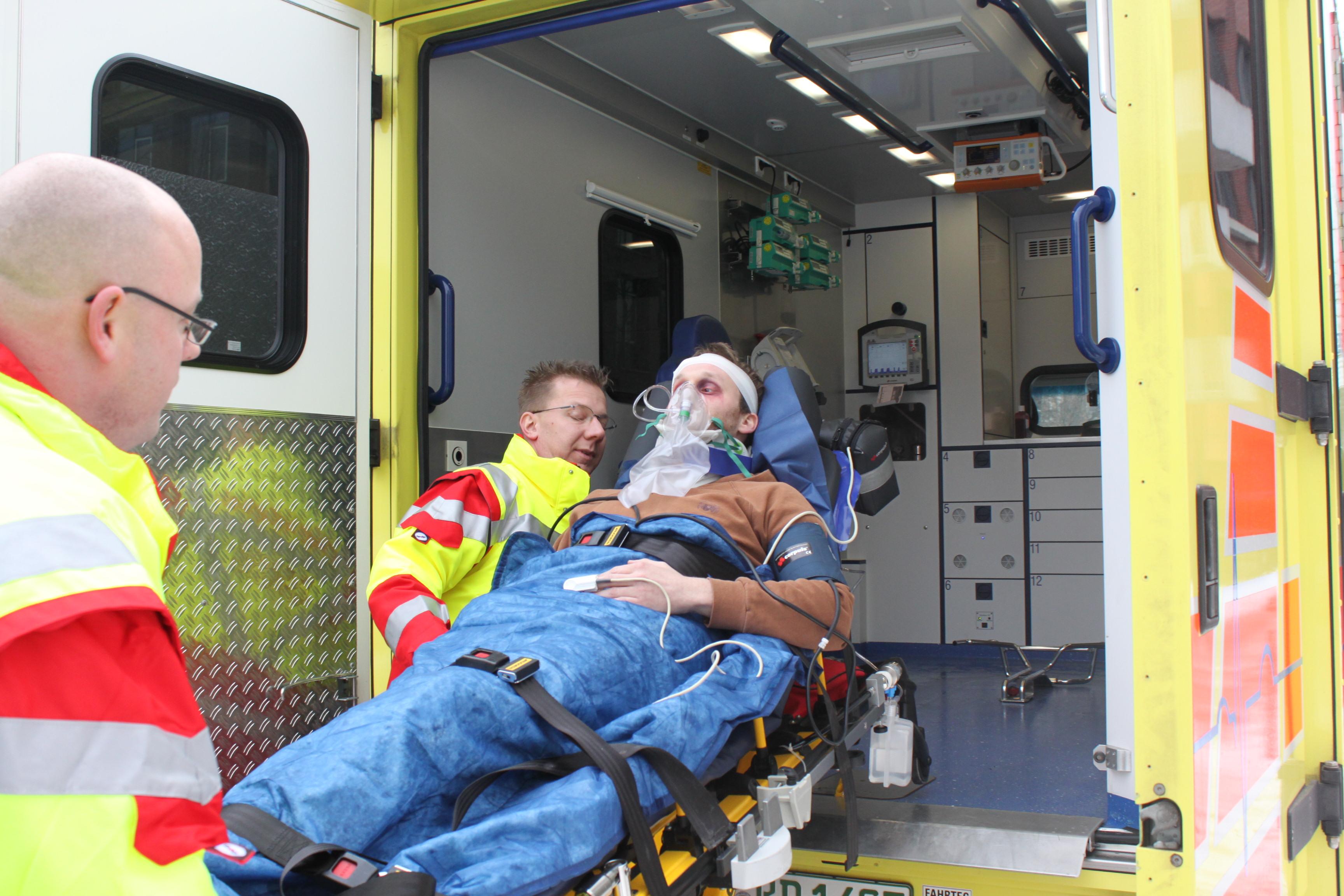 Rettungssanitäterin  Rettungssanitäterin und Rettungssanitäter